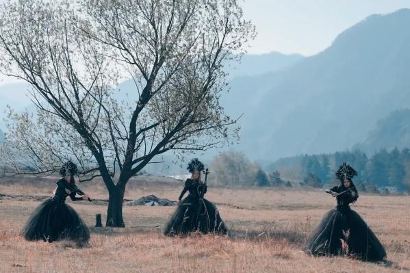 Silenzium — новосибирская группа, созданная в 2004 году бывшими студентами новосибирской консерватории и играющая в жанрах симфонический, неоклассический и виолончельный металл