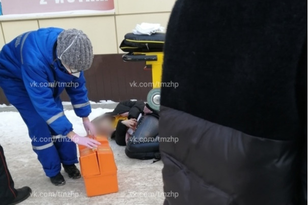 В Башкирии друг сожителя устроил девушке бой без правил. Раненную ножом ее подобрали прохожие