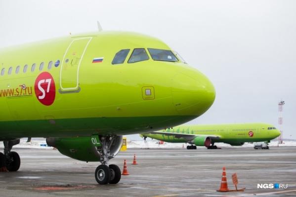 Экипаж самолета также не знал, что происходит и когда разрешат высадку пассажиров