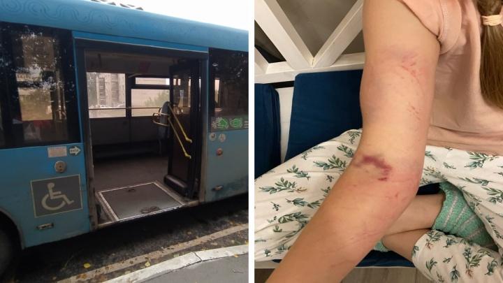 «Водитель торопился»: в Ярославле автобус протащил 9-летнюю девочку по асфальту