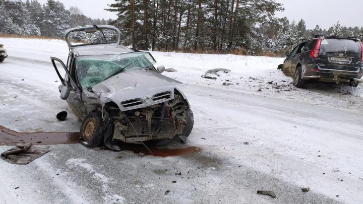 Nissan смяло как консервную банку: водители чудом выжили в лобовом столкновении на трассе под Первоуральском