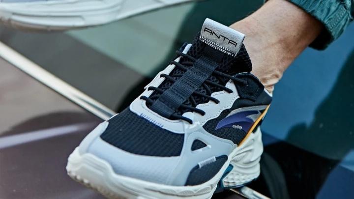 Кроссовки как у звезды NBA: в новом магазине спортивной одежды действуют скидки до 50%