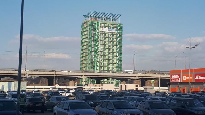 Компанию, которая строит зеленую «свечку» возле «Триумфа», потребовали признать банкротом