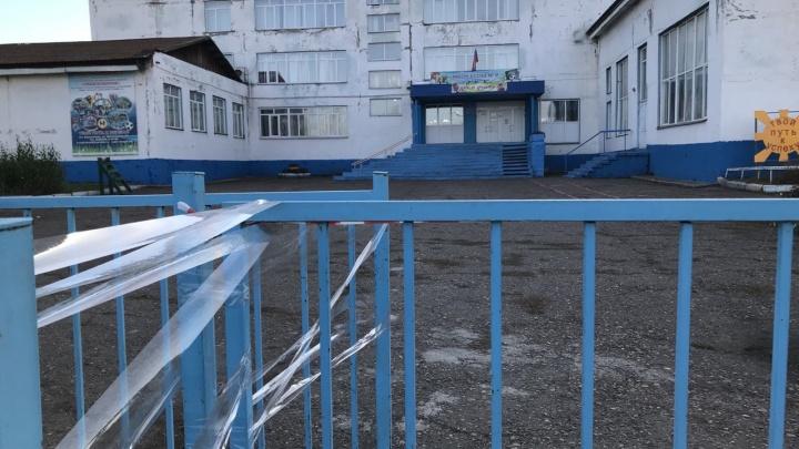 В Емельяново решили судьбу разваливающейся школы, детей отправили на дистанционку