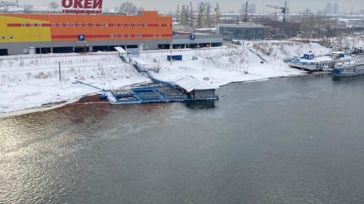 По Енисею в районе бывшей нефтебазы поплыли масляные пятна. Прокуратура начала проверку