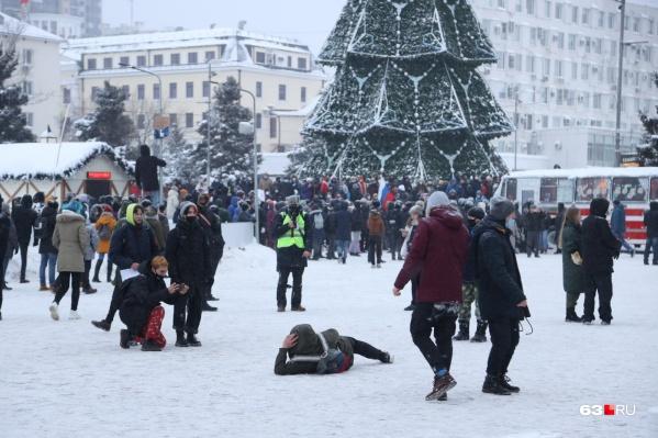 Молодые люди пришли на площадь Славы 23 января «просто на прогулку»