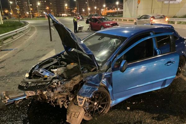 Автомобиль раскорежило от сильного удара
