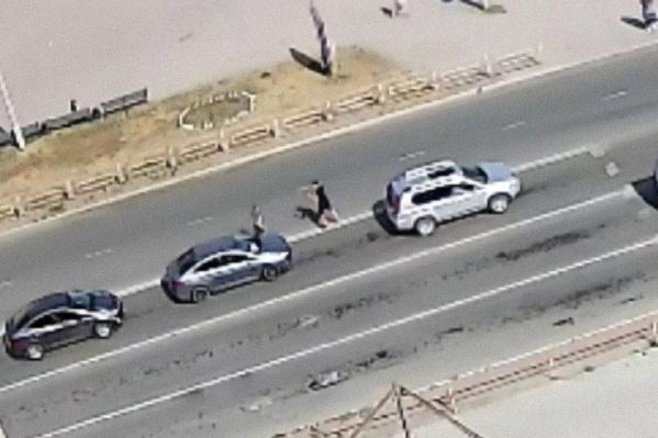 Водители начали драться прямо на дороге
