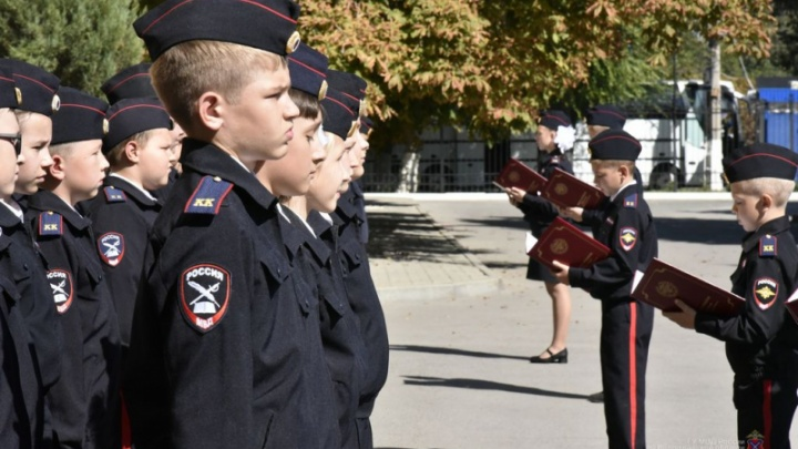 «Дали торжественную клятву»: в Волгограде учащихся полицейских классов посвятили в кадеты
