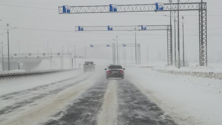 Волгоградские дороги сковало ледяной коркой