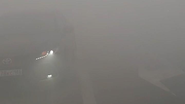 Федеральную трассу под Тюменью заволокло дымом