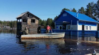 Река зашла в село в Енисейском районе. Подтоплено три дома, объявлен режимЧС
