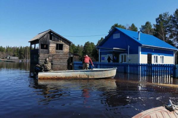 Три жилых дома оказались затопленными разлившейся рекой Кас