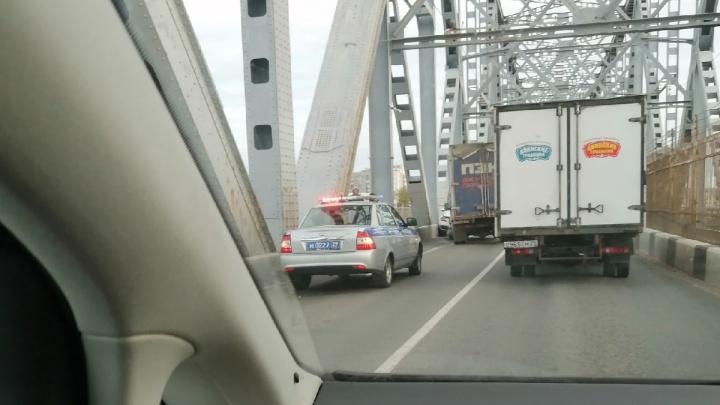ДТП на железнодорожном мосту. На въезде в Архангельск образовалась пробка