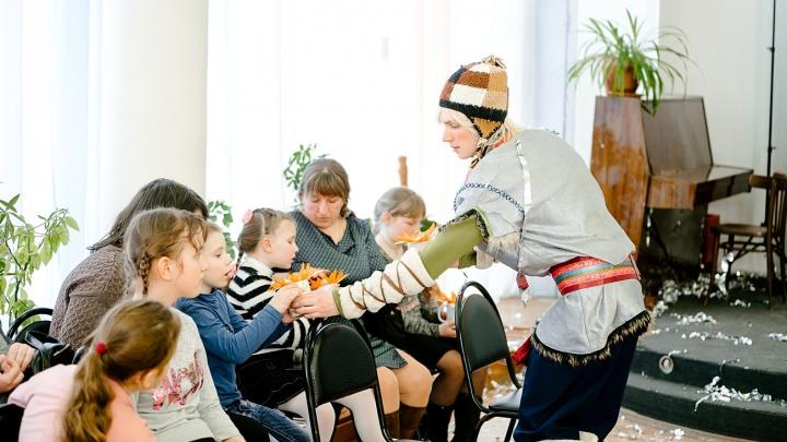 Веселились без ограничений: мебельный центр поддержал маленьких ярославцев