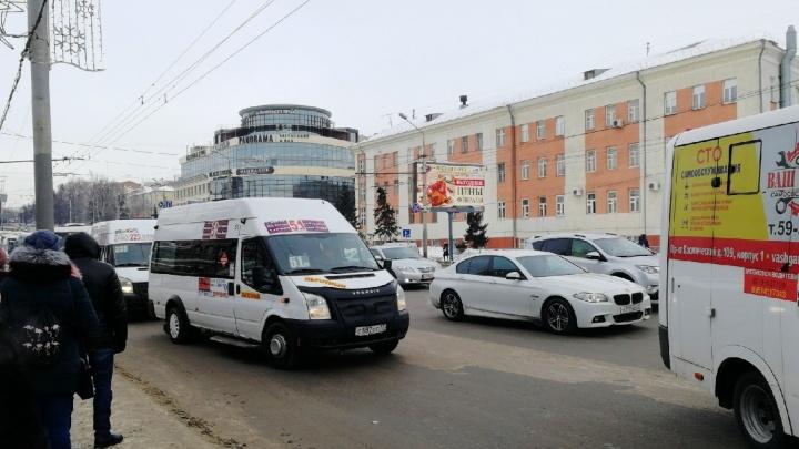 Перевод частных перевозчиков на муниципальные контракты отложили до следующего года