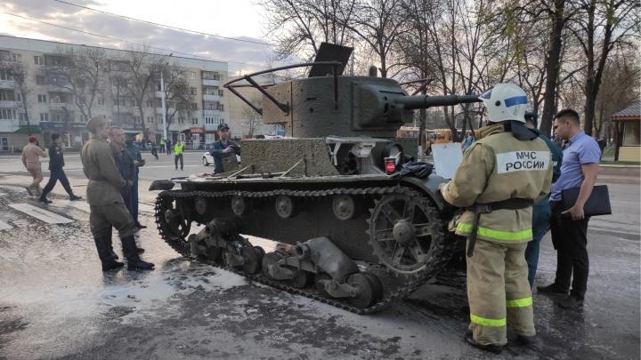 На репетиции военного парада в Уфе загорелся танк