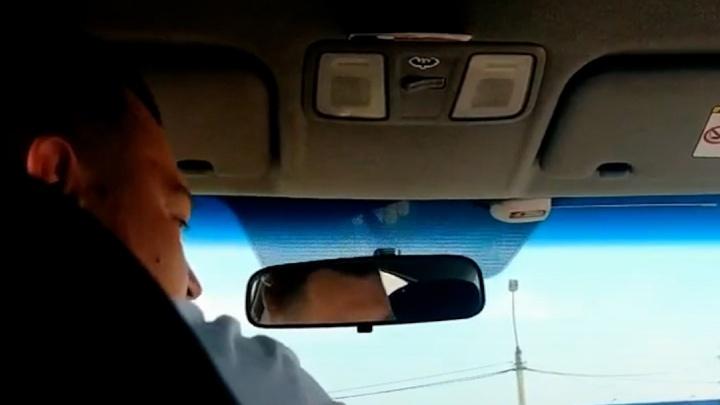 Конфликт пассажиров с водителем такси в Челябинской области закончился распылением газового баллончика