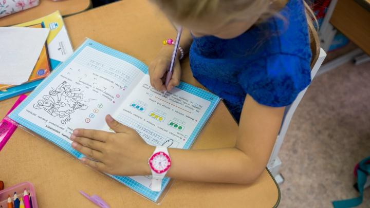 Статистики рассказали, насколько подорожали одежда для школьников и учебные принадлежности за год