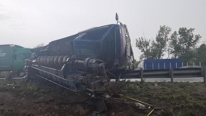 Под Самарой во время ДТП водителю грузовика оторвало руку