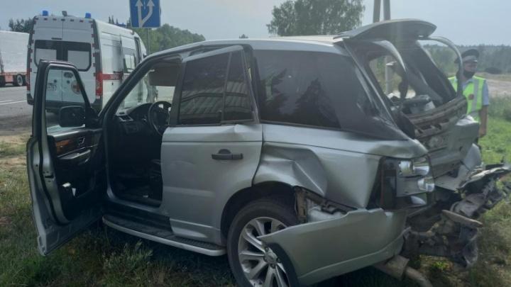 В Ярославской области грузовик смял «Рэндж-Ровер»: пострадал ребенок