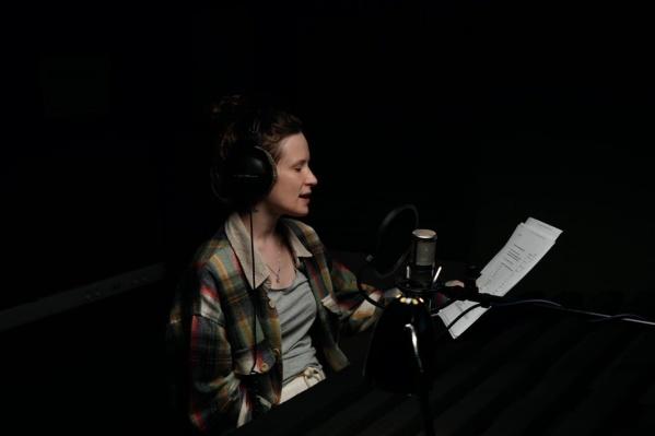 При озвучке Лиза использовала фразы из собственных песен