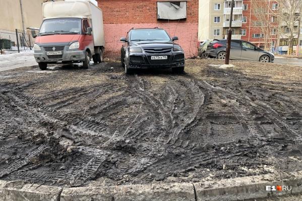 Свинская парковка по-екатеринбургски