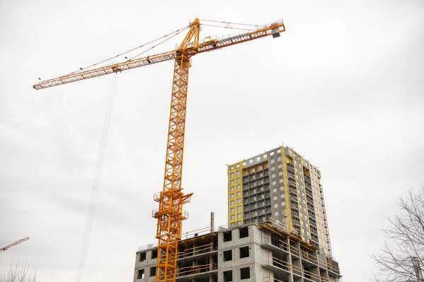 Эти дома еще не достроены, а в них уже скупили большую часть квартир