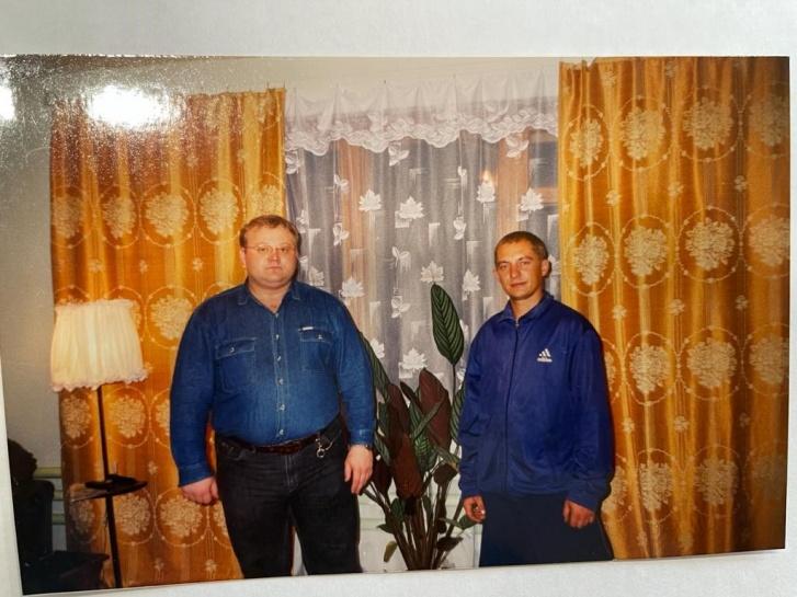 """А вот так Константин выглядел уже в <nobr class=""""_"""">30 лет</nobr> (на фото слева)"""