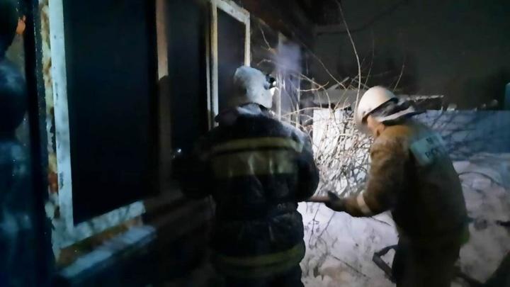 Появились фотографии с пожара в Больших Уках, в котором погибли двое детей