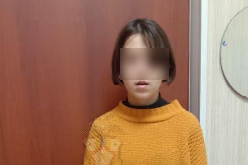 Пропавшую два дня назад школьницу нашли спящей в подъезде