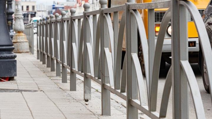Мэрия Екатеринбурга опубликовала список улиц, с которых уберут страшные заборы