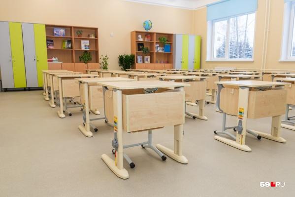 Завтра за парты пермских школ вновь сядут ученики
