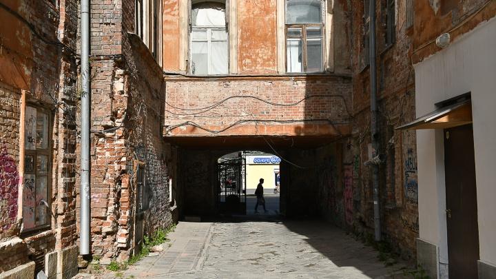 Непарадный Екатеринбург. Показываем блеск и нищету улицы 8 Марта