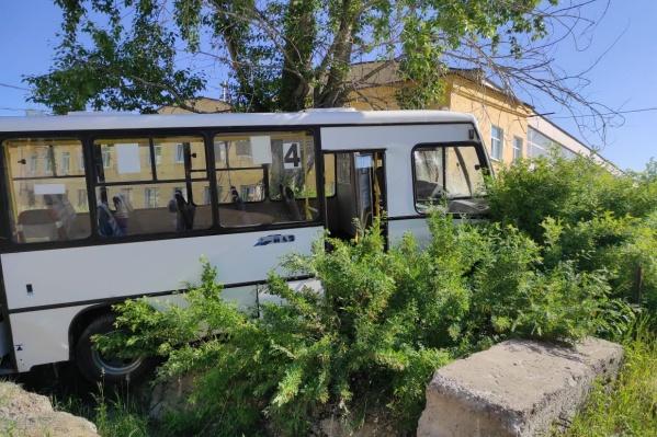 Водителя автобуса отправили в ИВС