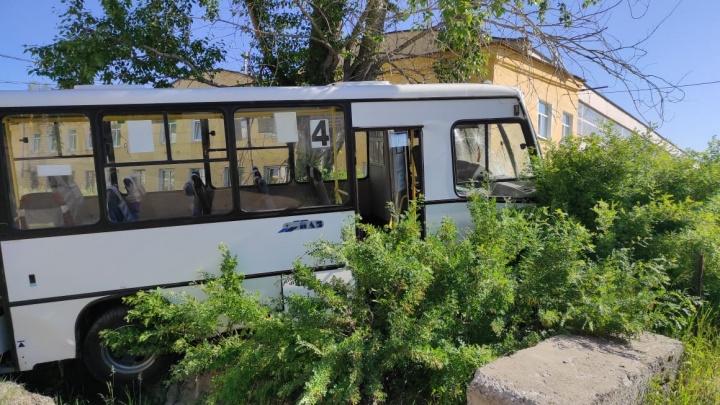 Умерла еще одна женщина, пострадавшая от наезда автобуса в Лесном