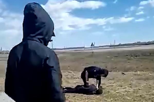 Видео с избиением подростка разошлось по всему району