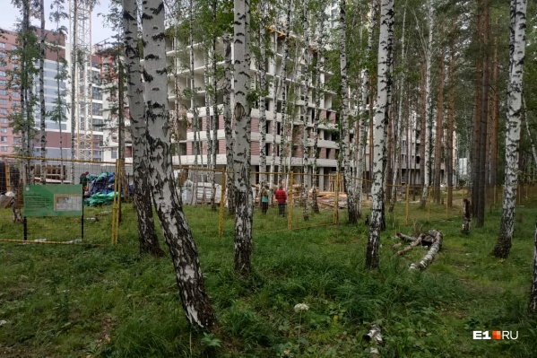 Забор вокруг строительства квартала у Краснолесья передвинули ради безопасности