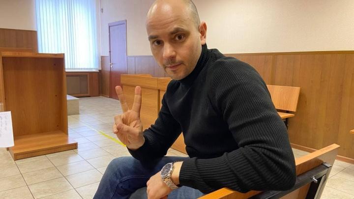 Экс-директора «Открытой России» Андрея Пивоварова привезли в Краснодар по возбужденному местным СК делу