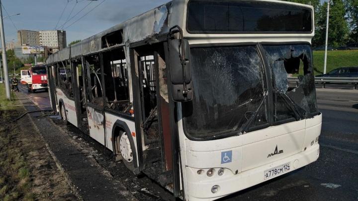 За 7 минут сгорел полностью: что известно о ЧП с автобусом на Белинского