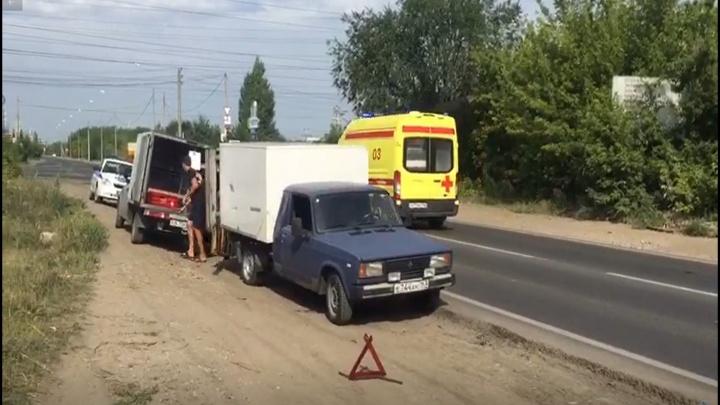 В промзоне Тольятти пикап сдавал назад и сбил пешехода