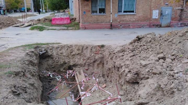 Ребята, это не наше дело: на севере Волгограда несколько домов остались без горячей воды и отопления из-за аварии