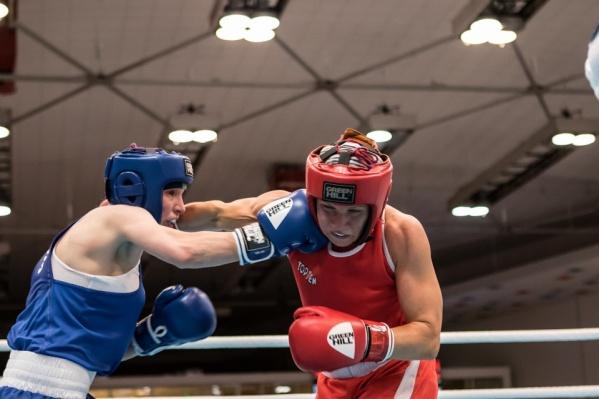 Одна из сильнейших представительниц женского бокса не только в стране, но и во всем мире — это Анастасия Белякова (слева) из Челябинской области. Уроженка Златоуста — бронзовый призер Олимпиады в Рио-де-Жанейро, чемпионка и призер первенств мира, чемпионка Европы, а также победительница Европейских игр, неоднократная чемпионка страны