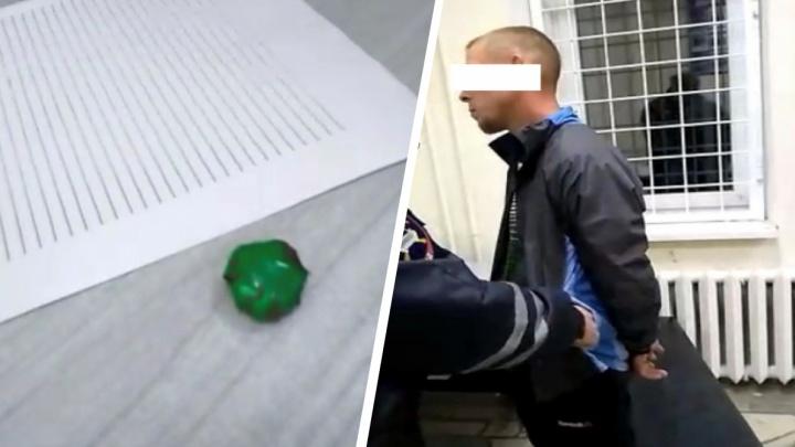 В Екатеринбурге поймали мужчину с крупной партией наркотиков. Его уже судили за их незаконный оборот