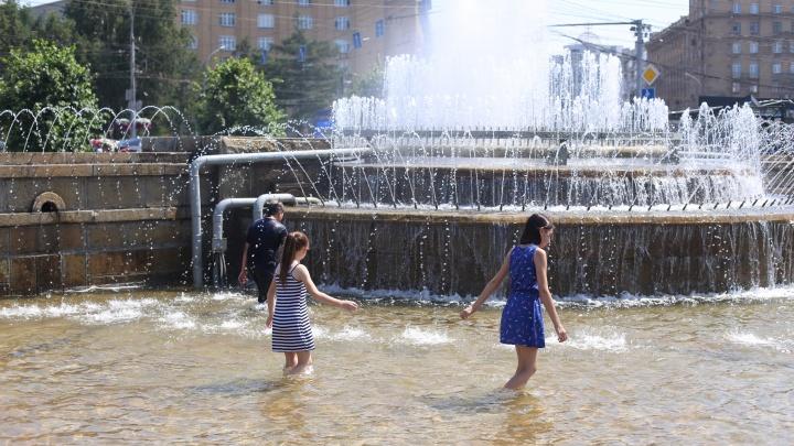 Город плавится от жары! 15 кадров, как сибиряки спасаются от июльского зноя