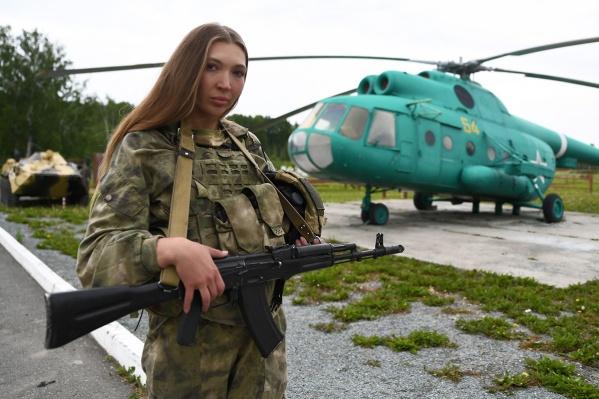 С 24 сентября «Солдатки. Спецназ» вышли на канале ТНТ4 и видеосервисе Premier. Одна из звезд шоу — екатеринбурженка Анастасия