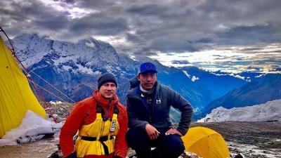 """Лишившийся ног уфимец Рустам Набиев покорил вершину Манаслу. Она на <nobr class=""""_"""">2,5 тысячи</nobr> метров выше Эльбруса"""