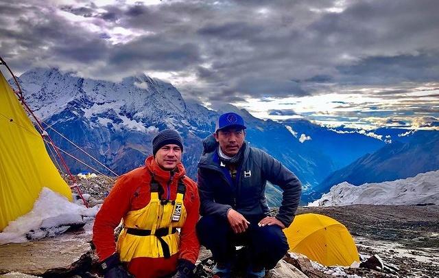 Лишившийся ног уфимец Рустам Набиев покорил вершину Манаслу. Она на 2,5 тысячи метров выше Эльбруса
