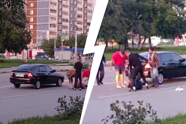 В Екатеринбурге произошла драка из-за машины