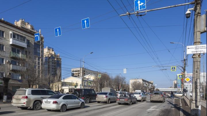 «Разведите потоки!»: активист требует упорядочить движение на перекрестках в центре Волгограда